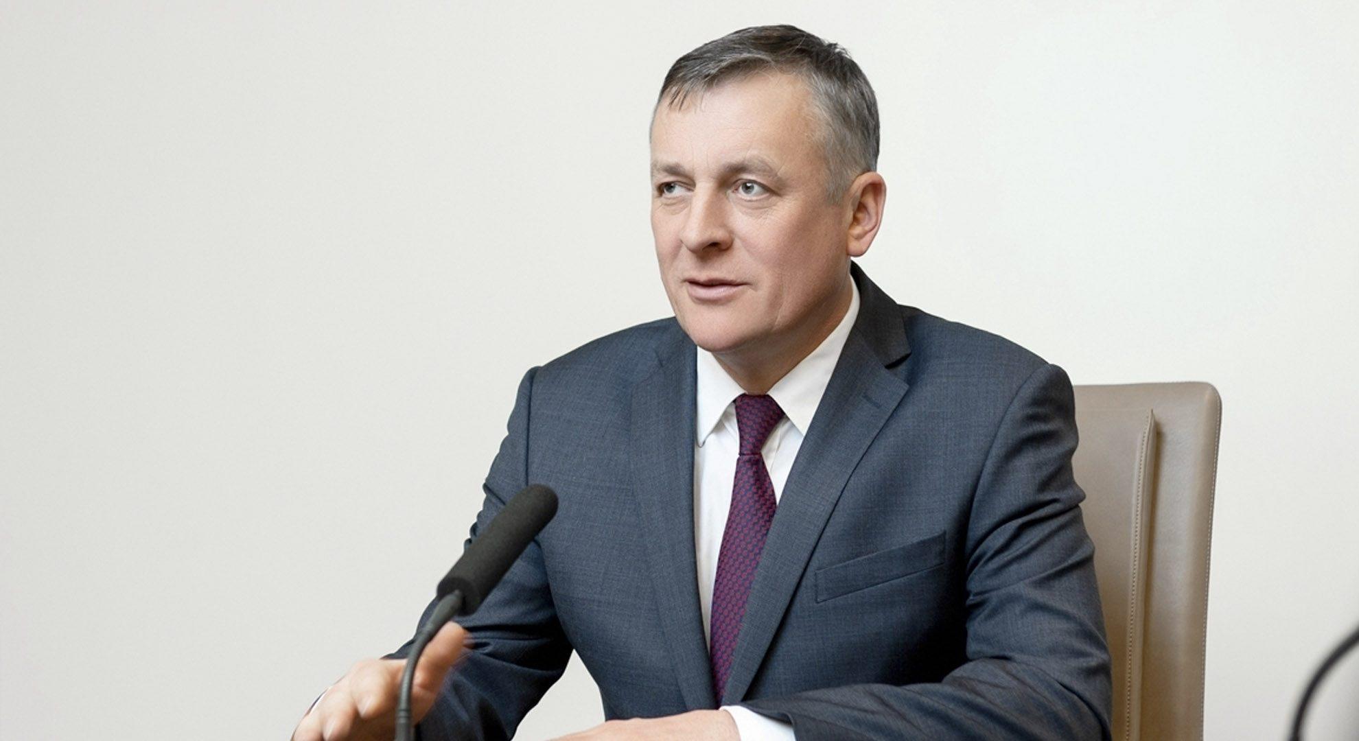 Густов проводит селекторное совещание по COVID-19